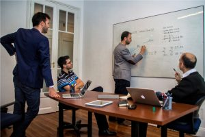 2 Nuevas Oficinas - Socios trabajando